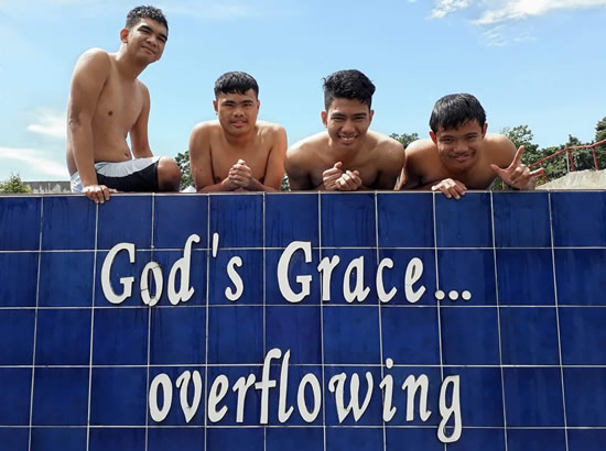 God's Grace Overflowing Private Pool